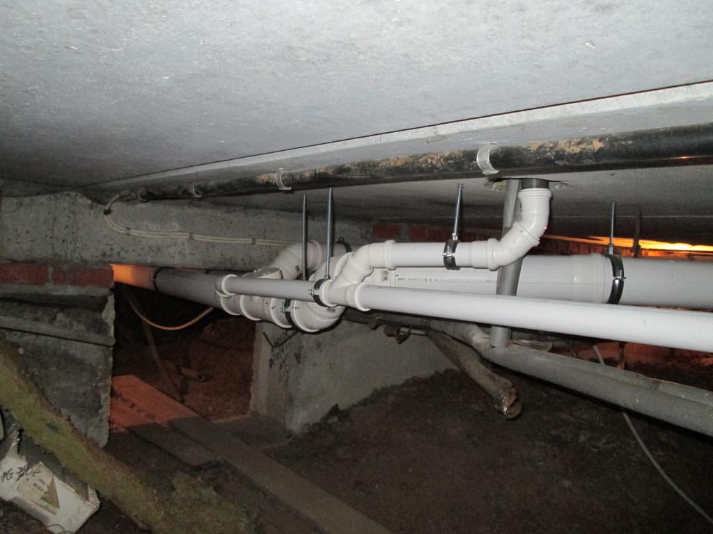 Прокладка канализация в частном доме своими руками 532