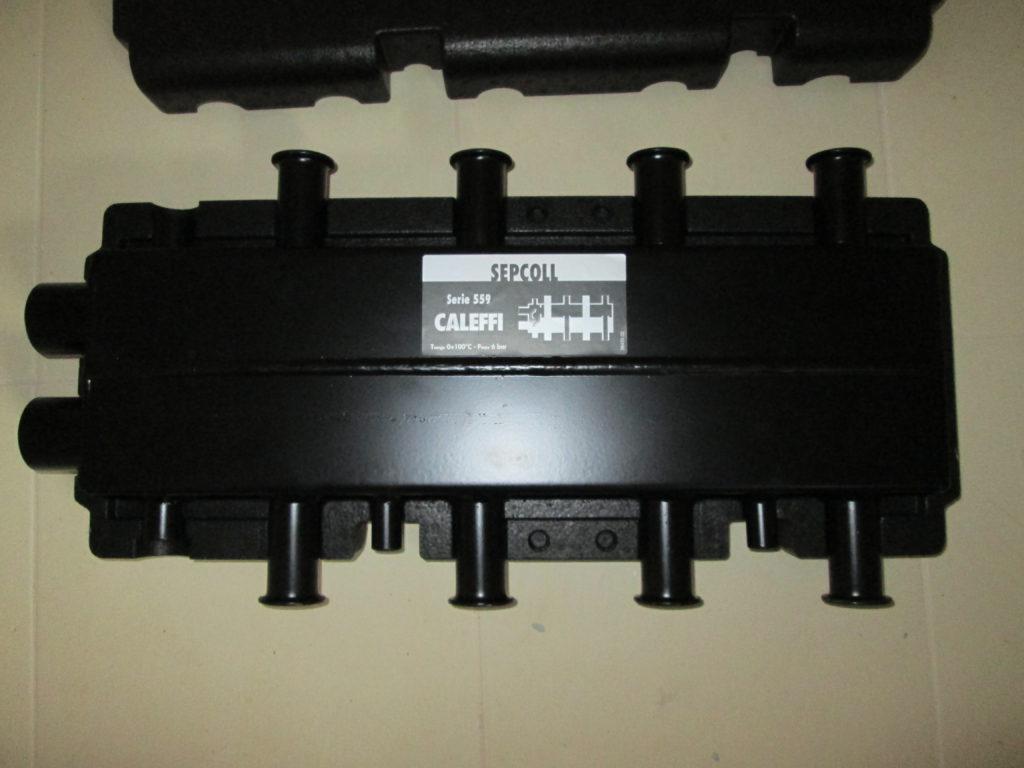 Коллектор со встроенным гидравлическим разделителем Caleffi SEPCOLL.