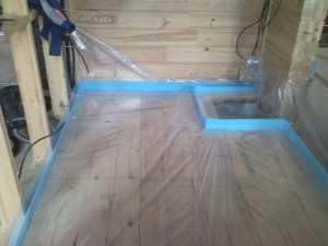демпферная лента в доме с бруса