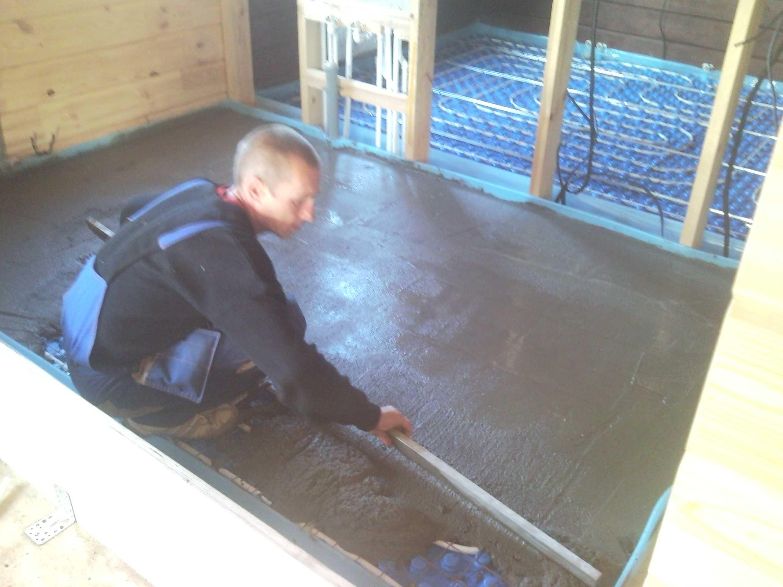 Устройство водяного теплого пола в доме из клееного бруса.