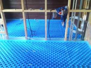 укладка плит под теплый пол по деревяном полу
